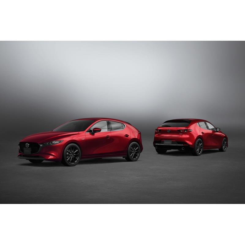 マツダは2020年11月19日、「マツダ3」の商品改良モデルを発表した。  今回は走行性能と安全性の向上によ...