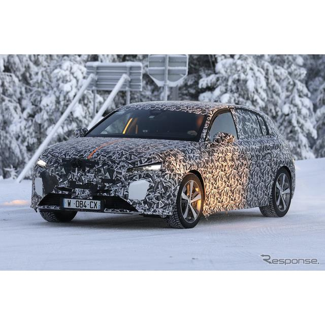 プジョーの主力コンパクト『308』次期型プロトタイプが、厳冬のスカンジナビアで耐寒テストを開始した。 ...