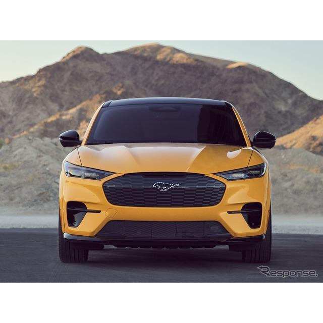 フォードモーターは12月1日、フォード『マスタング』シリーズの新型EV、フォード『マスタング・マッハE』(...