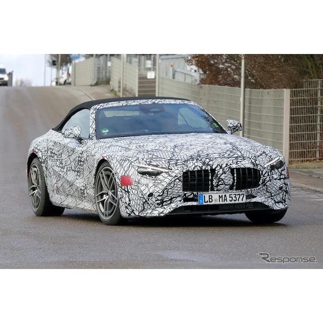メルセデスAMGが開発中の2ドアオープンスポーツカー『SL』最新の次期型プロトタイプを、2グレード同時にカ...
