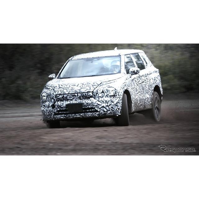 新型『アウトランダー』をまもなく北米でリリースする予定の三菱自動車は日本時間25日、正式発表に先立ち、...