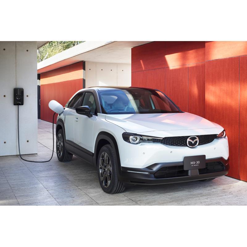 マツダは2021年1月28日、同社初の量産電気自動車(EV)「MX-30 EVモデル」を発表。同日、販売を開始した。...