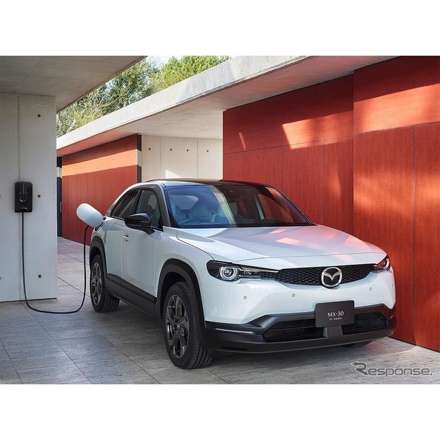 マツダは1月28日、同社初となる量産電気自動車『マツダ MX-30 EVモデル』を発売した。  マツダ MX-30 EV...