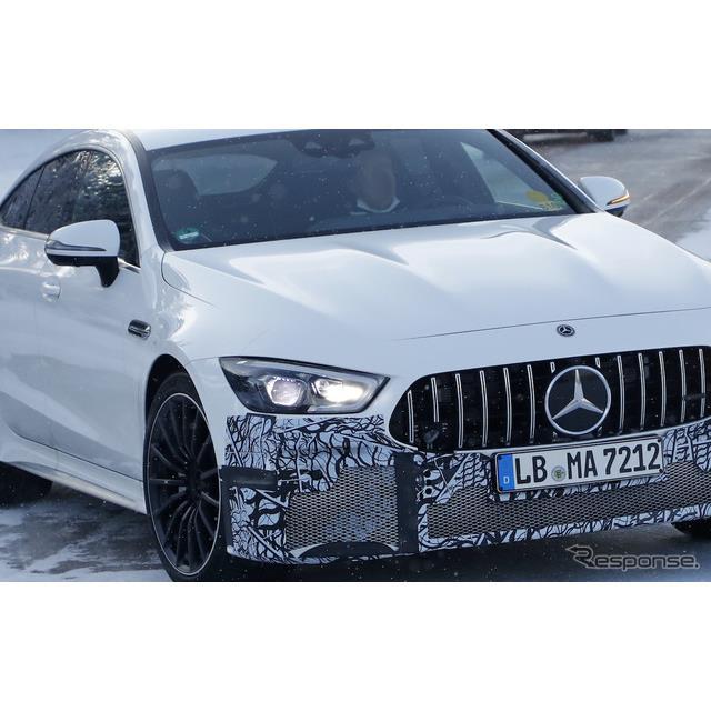 改良モデルの開発が進められているメルセデスベンツの高性能4ドアクーペ『AMG GT 4ドアクーペ』。スクープ...