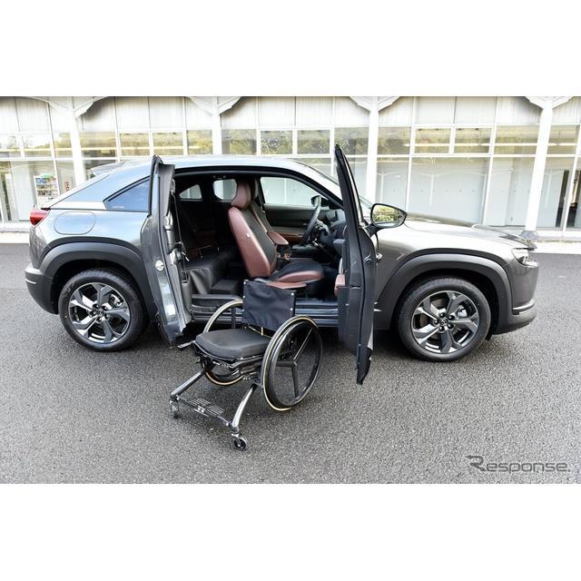 ◆マツダ3代目社長の思いを受け継いで  あまり知られていないが、マツダが最初に送り出した軽乗用車の『R...