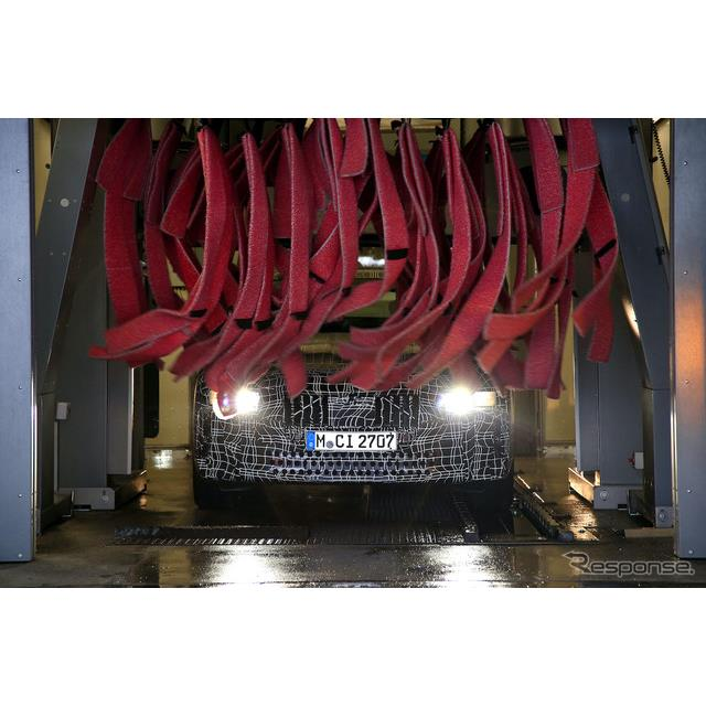 メルセデスベンツ『Sクラス』新型を追撃すべく、BMWは現在フラッグシップセダン『7シリーズ』、および新シ...