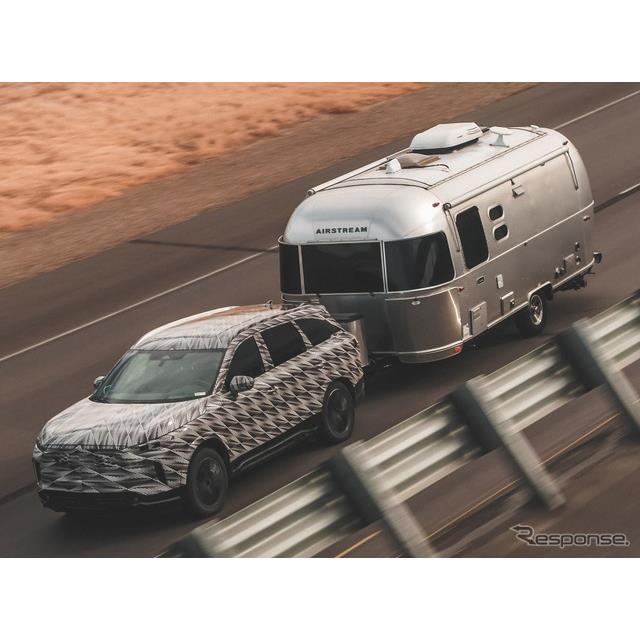 日産自動車の海外向け高級車ブランド、インフィニティは2月25日、新型『QX60』(Infiniti QX60)の新たなプ...