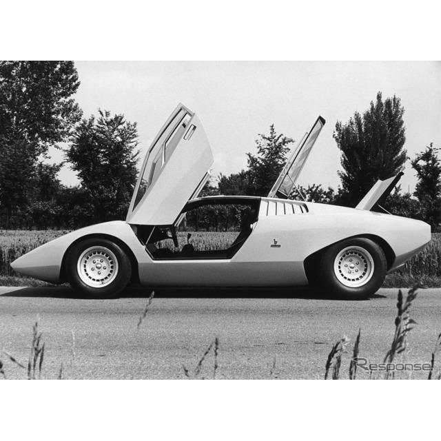 50年前、1971年3月11日午前10時、ジュネーブモーターショーのカロッツェリア・ベルトーネのスペースで、黄...