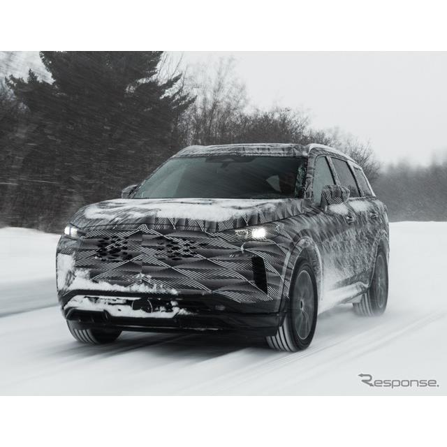 日産自動車の海外向け高級車ブランド、インフィニティは3月11日、現在開発中の新型『QX60』(Infiniti QX60...