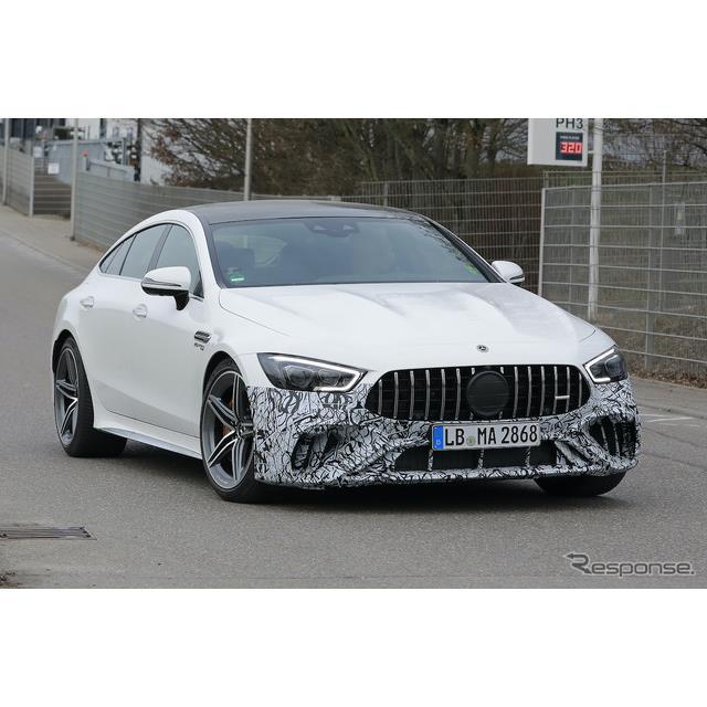 メルセデスベンツの4ドアシリーズ最強モデル『AMG GT』に関して、新たに設定される「73e」が注目されている...
