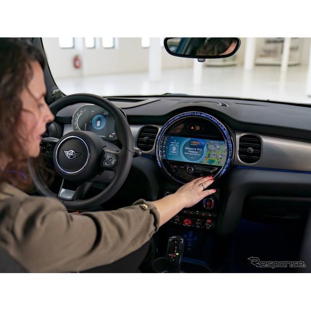 MINIは3月22日、MINI『ハッチバック』(3ドアと5ドア)、MINI『コンバーチブル』の改良新型に、新しいオペ...