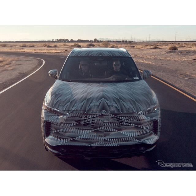 日産自動車の海外向け高級車ブランド、インフィニティは3月29日、現在開発中の新型『QX60』(Infiniti QX60...