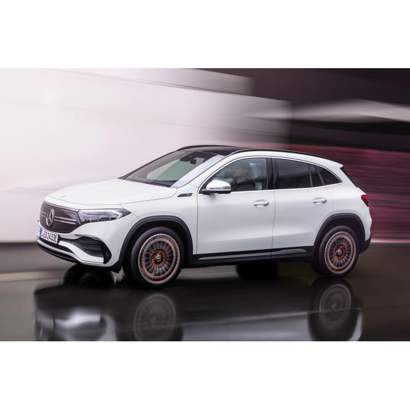 メルセデス・ベンツ日本は2021年4月2日、新型電気自動車(EV)「メルセデス・ベンツEQA」の国内本格導入に...