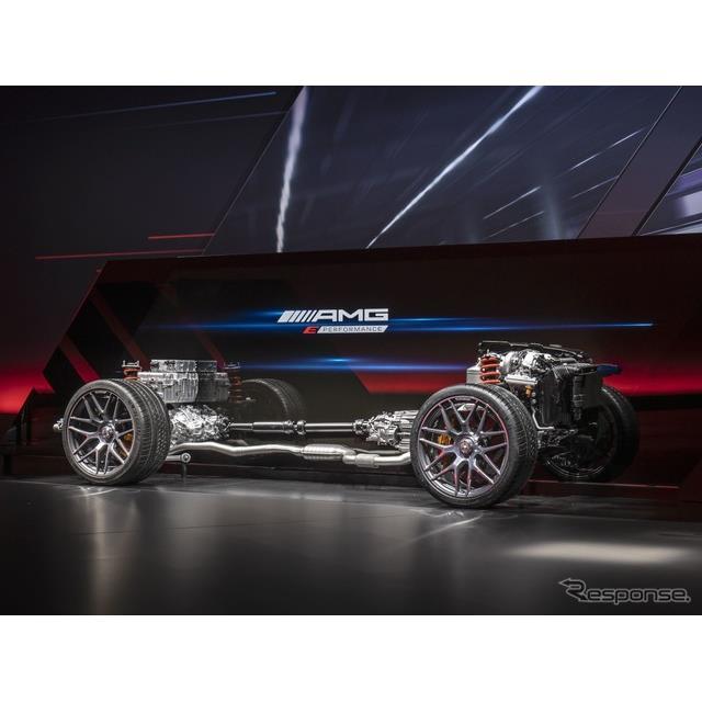 メルセデスベンツの高性能車部門のメルセデスAMG(Mercedes-AMG)は3月31日、現在開発中の新型『Cクラス』...