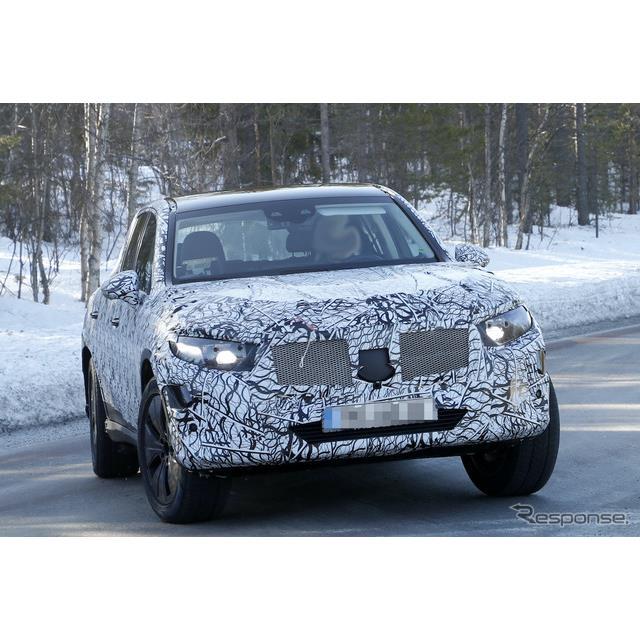 メルセデスベンツの主力SUV『GLC』次期型の最新プロトタイプを、まだ雪が残るスカンジナビアでカメラが捉え...