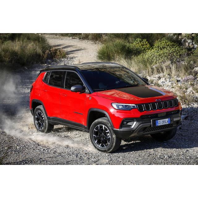 ステランティス傘下のジープブランドは4月6日、改良新型『コンパス』(Jeep Compass)に、プラグインハイブ...