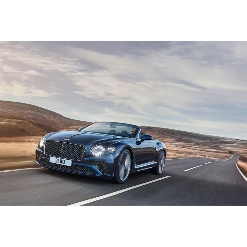 英ベントレーモーターズは2021年4月14日、新型「コンチネンタルGTスピード コンバーチブル」を発表した。 ...
