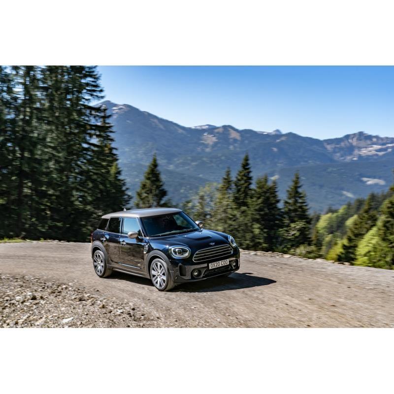 BMWジャパンは2021年5月7日、MINIブランドのコンパクトSUV「MINIクロスオーバー」に新モデル「バッキンガム...