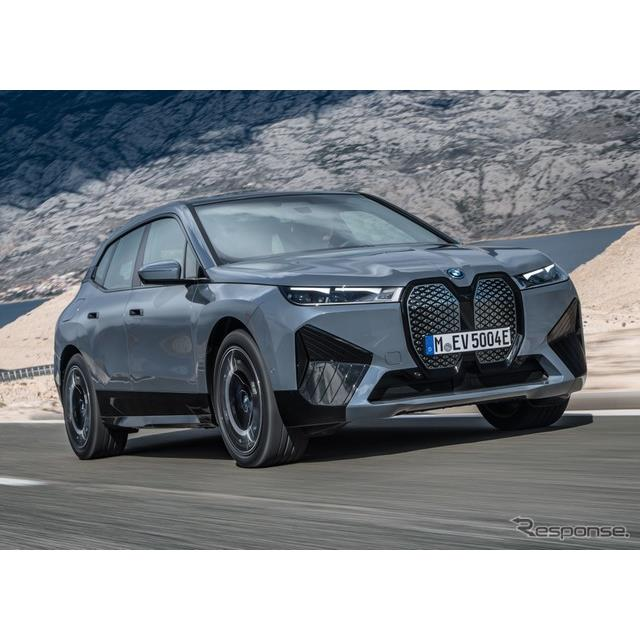BMWグループ(BMW Group)は6月2日、新型EVのBMW『iX』に高性能グレードの「xDrive50」を設定し、2021年11...