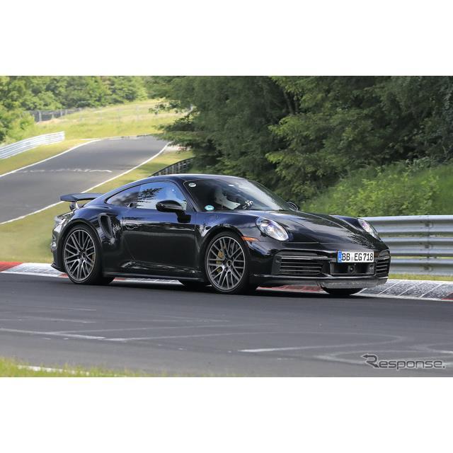 ポルシェはスポーツクーペ『911』を電動化することを発表しているが、その市販型プロトタイプをスクープサ...