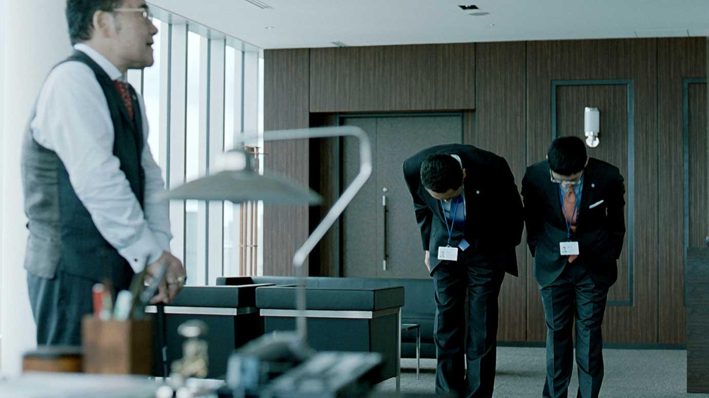 名刺管理ができておらず、松重豊さんが「それさぁ、早くいってよぉ〜」と嘆くテレビCMが話題になりました。