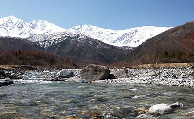 長野県北アルプスの雪解け水から、複数のろ過工程により不純物やミネラルを取り除いたお水