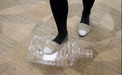 一番小さな8リットルのボトルは、小さくつぶして家庭ゴミとして捨てられます