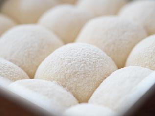 パン作りの手間をどんどん省く、便利なイースト自動投入機能も