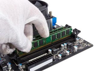 使っているPCのトリセツや製品情報から、メモリーの規格やスロットの数を確認