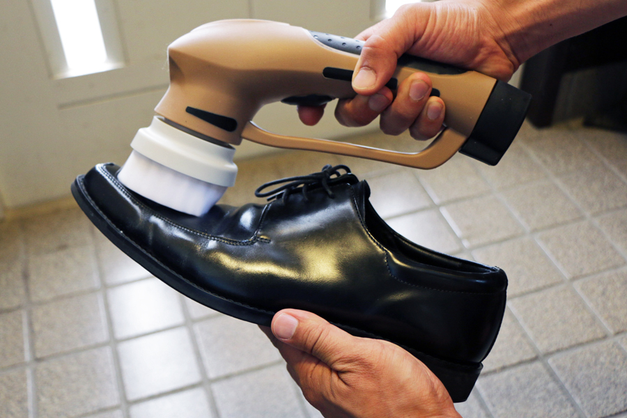 10年ほぼ放置していた革靴がピカピカに! 電動靴磨き「パワフルシューズポリッシャー」に大満足