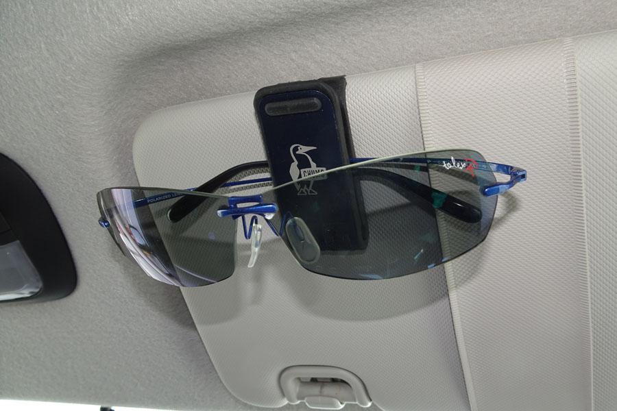 ドライブの必須アイテム「車用サングラスホルダー」9個を徹底比較! 使いやすいのはどれ?