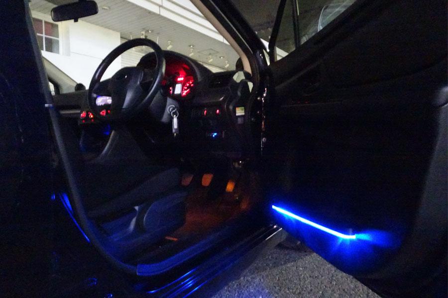 車内のムード作りに! 太陽光で充電、発光する車用LEDライト
