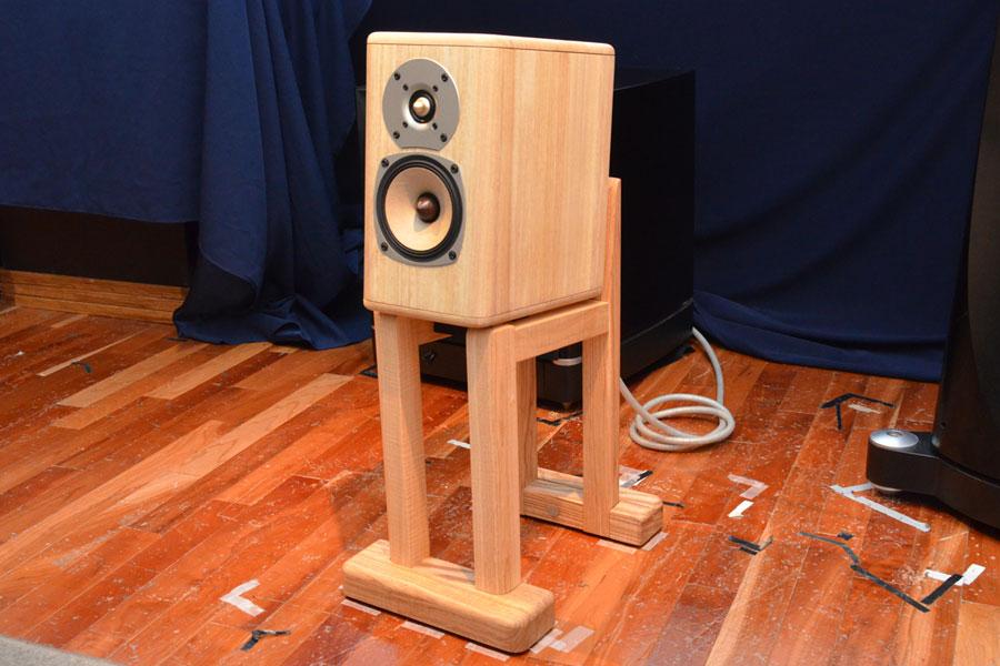 スピーカー全体で和楽器のような響きを再現! オンキヨーから桐を使った超高級スピーカーが登場