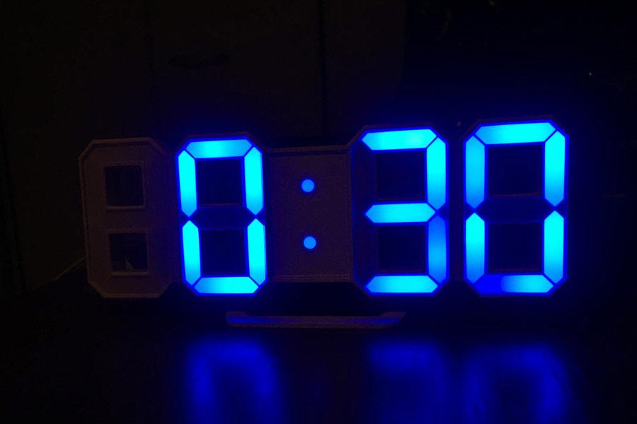 数字が浮かぶ!? LEDデジタル時計でスタイリッシュに時を刻もう