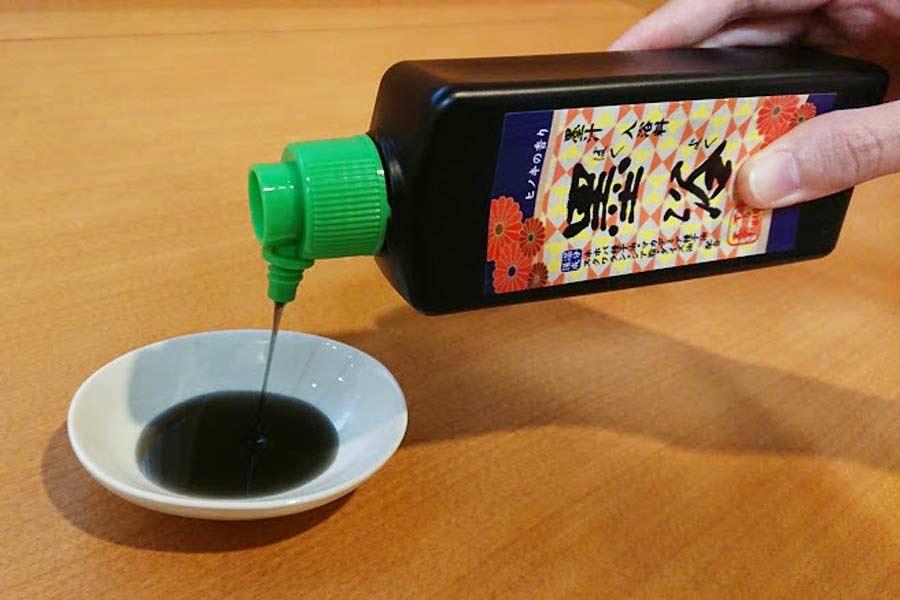 湯船に注ぐとアラ不思議! この墨汁、実は「入浴剤」なんです