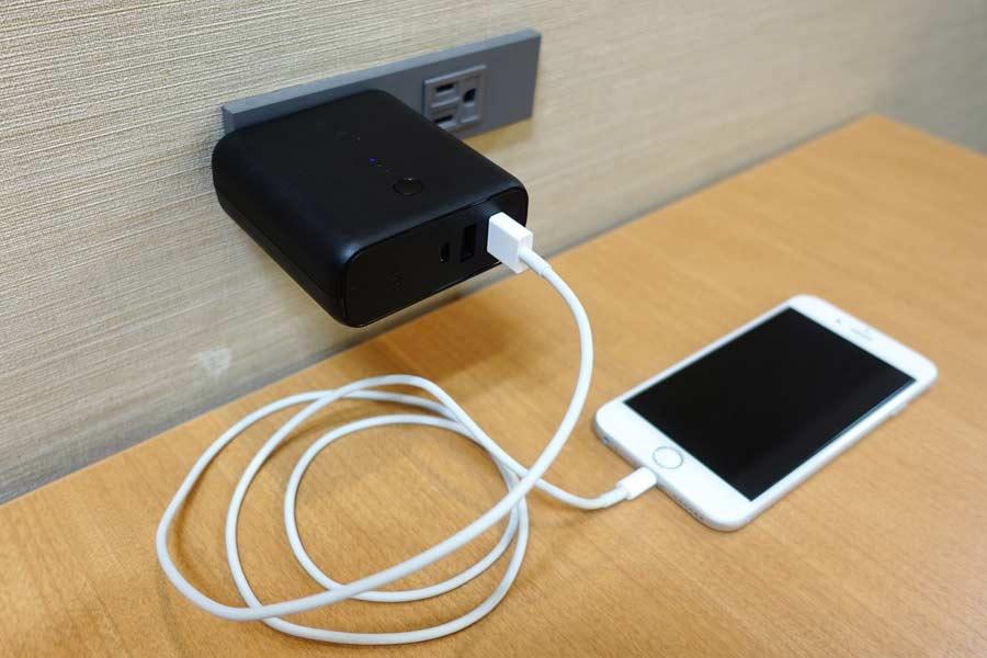 充電器とモバイルバッテリーが一体化! これで荷物が1つ減る♪