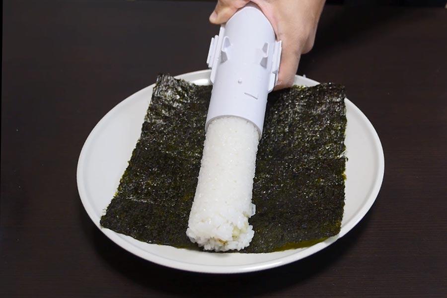 寿司がニュルニュル…「太巻き製造バズーカ」が衝撃的すぎる!