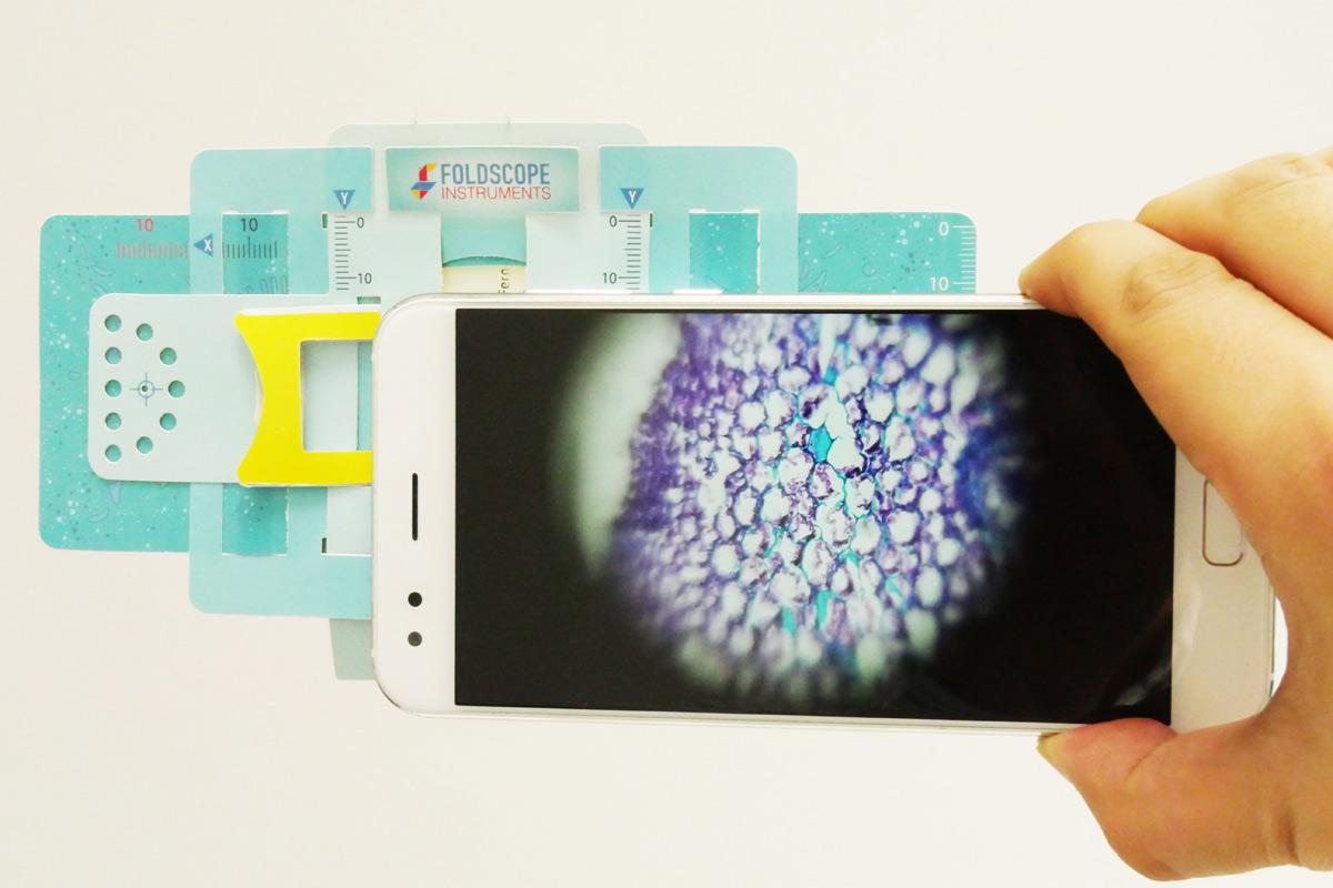 紙で作る折り紙顕微鏡「Foldscope」が画期的! スマホで撮影も可能