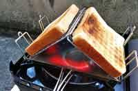 アウトドアでふっくらトーストが焼ける! マルチロースターが有能