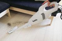 マキタのコードレス掃除機をレビュー! 掃除しすぎに注意するレベルの手軽さ