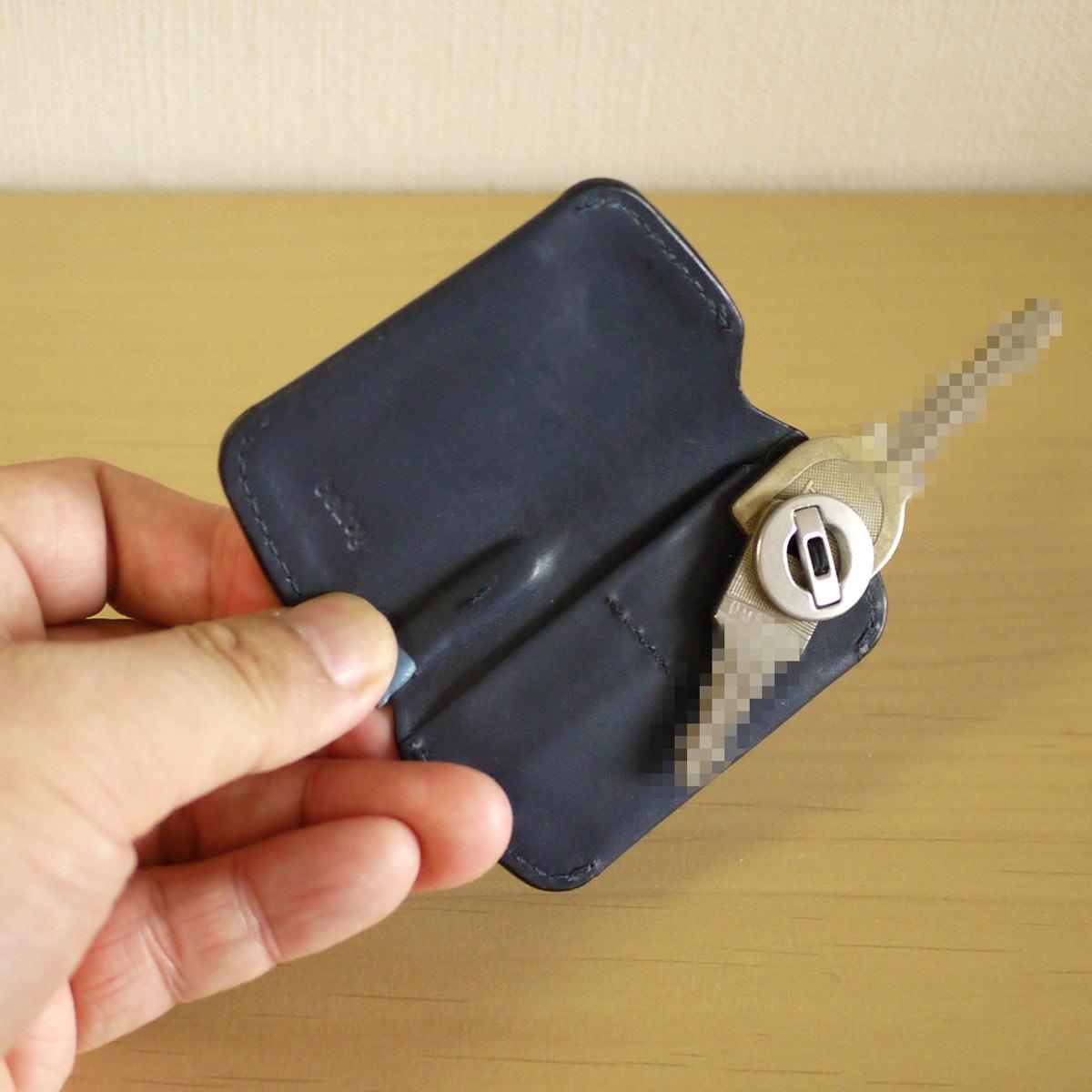 鍵をスライドさせる新発想! 究極にスリムでスマートなキーケース
