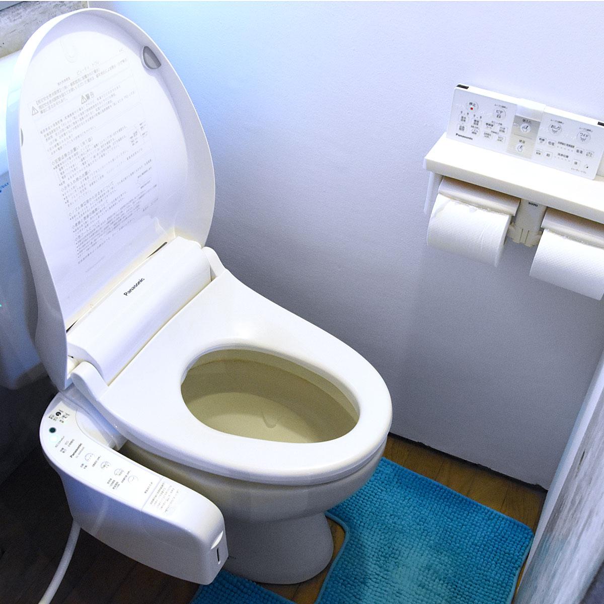 """""""魔法の便座""""が自宅に降臨! トイレを掃除せずに1か月間放置してみた"""
