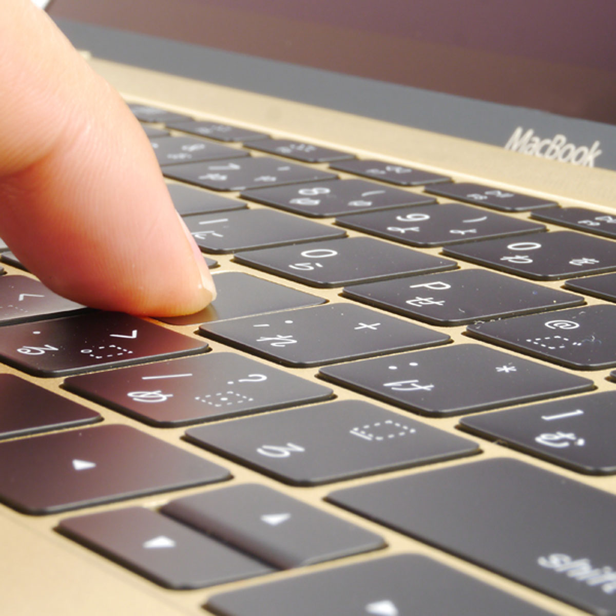 アップルが「MacBook」キーボードの不具合認めて無償修理へ
