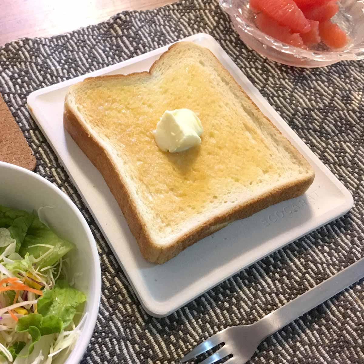 """時間が経ってもサクサク! """"トースト専用""""のお皿は吸湿力がハンパない"""