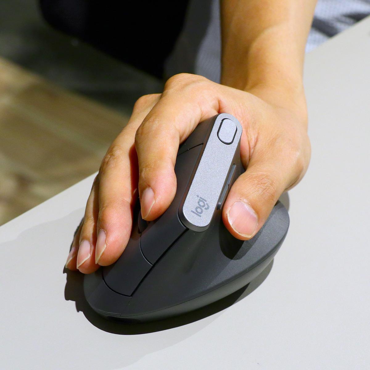 ロジクール初の縦型マウス「MX Vertical」登場! 肩こりや腱鞘炎に悩む人へ