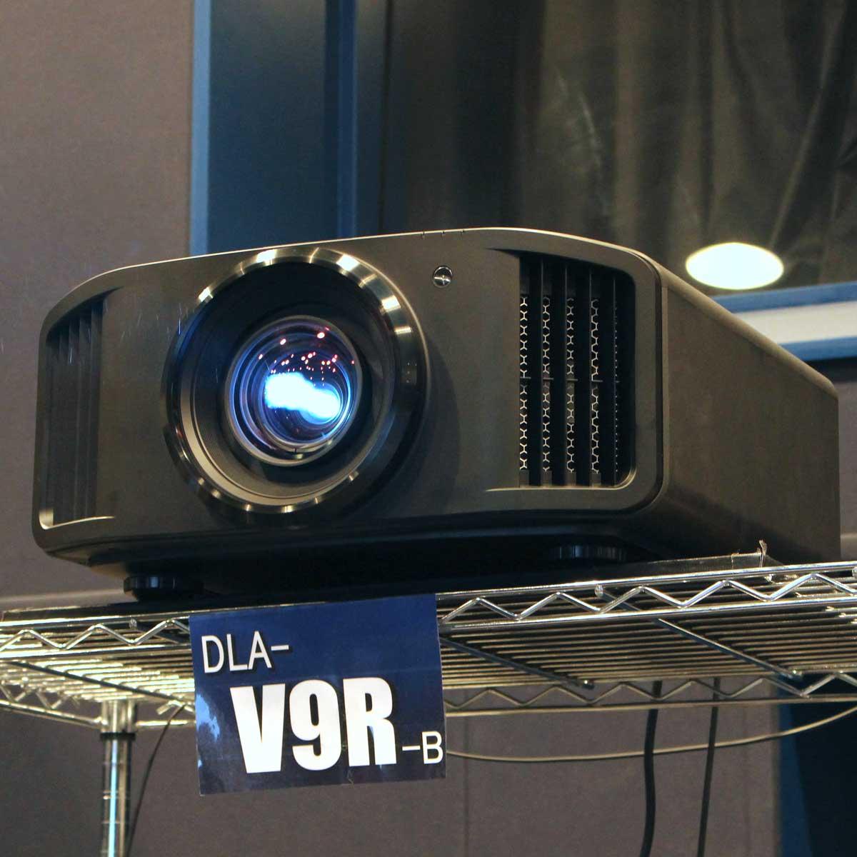 いよいよ8K時代へ! JVCから民生用初の8K対応D-ILAプロジェクター「DLA-V9R」