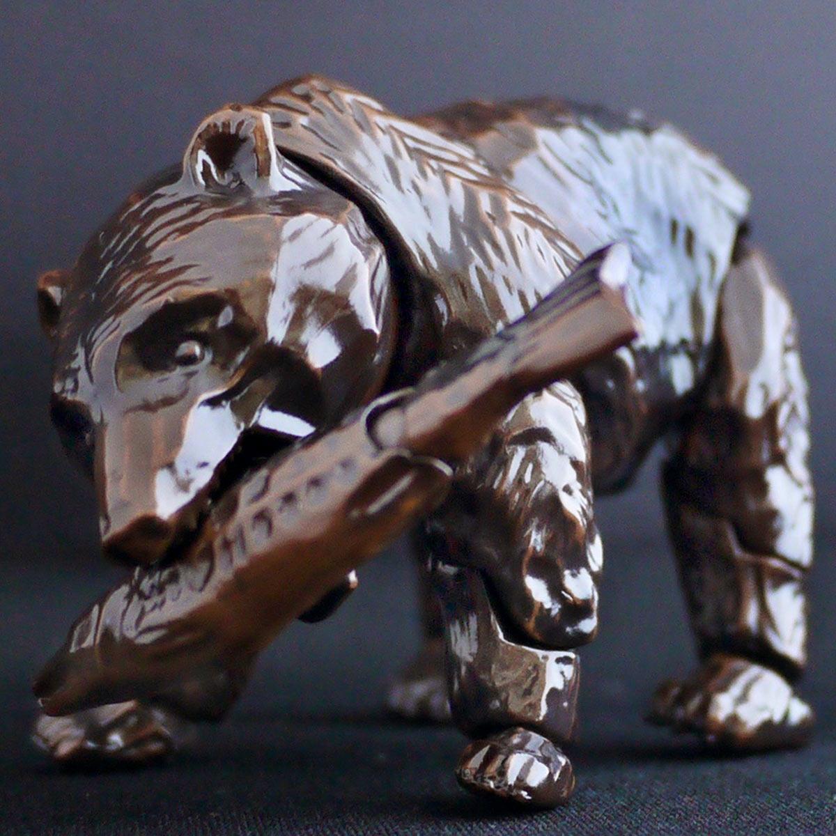 あの「木彫りの熊」が立つ!? 座る!? 謎すぎる可動フィギュアが誕生w