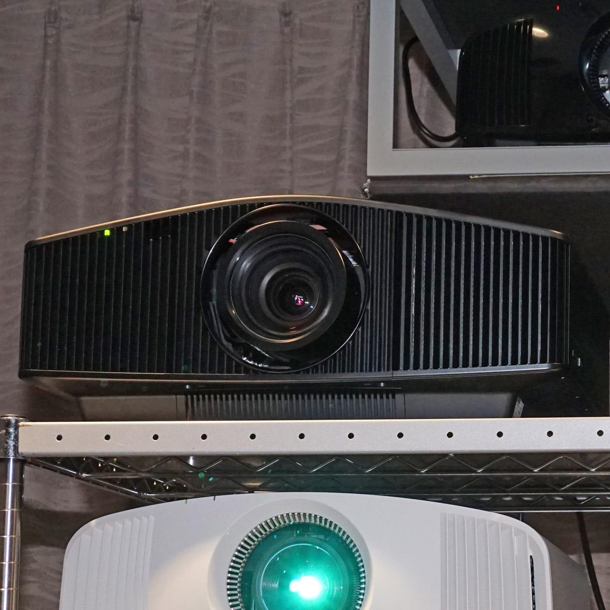 お値段300万円! ソニーのハイエンド4Kプロジェクター「VPL-VW855」はレンズが違う