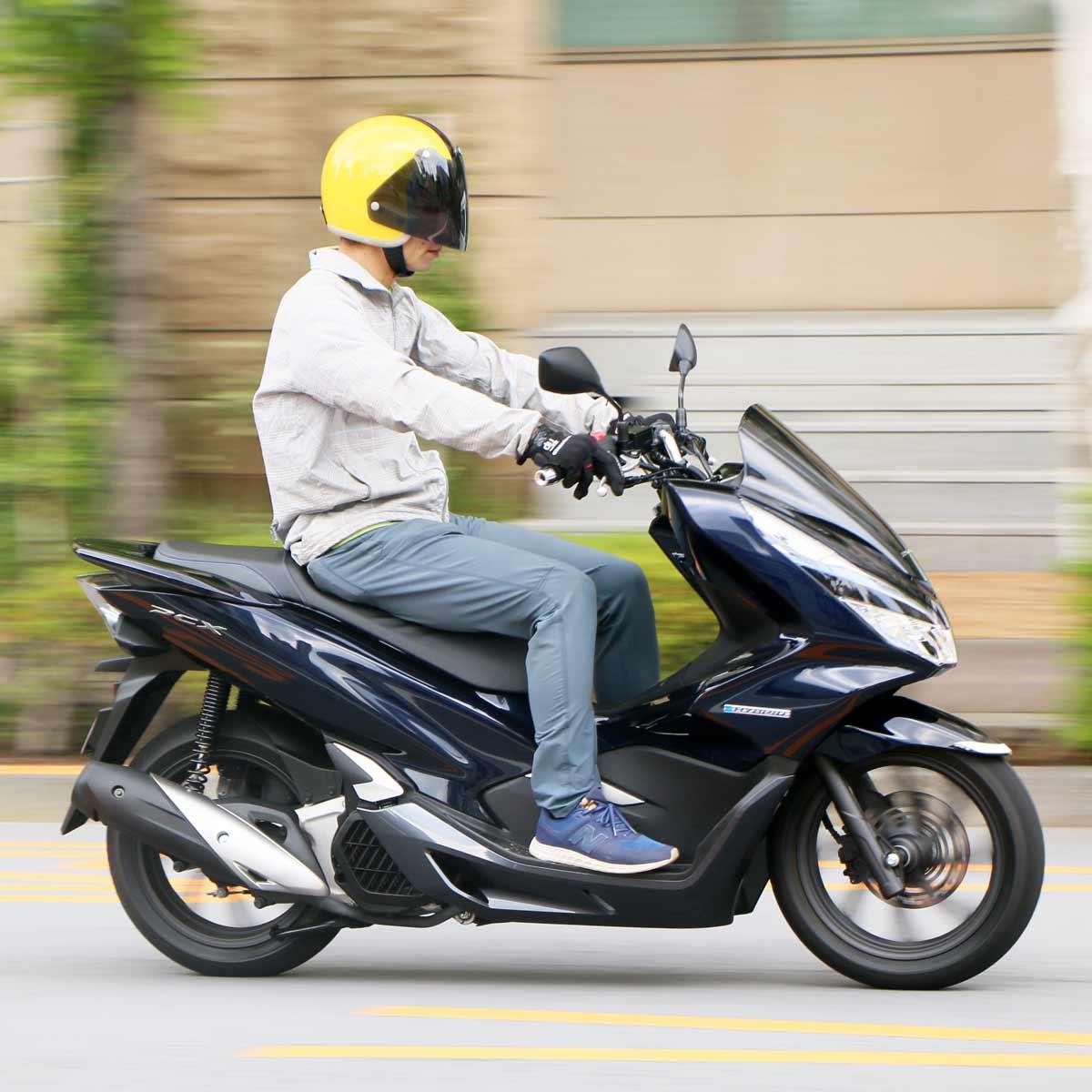 世界初の2輪ハイブリッド! ホンダ「PCX HYBRID」で味わう電子モーターの加速感にハマる!!