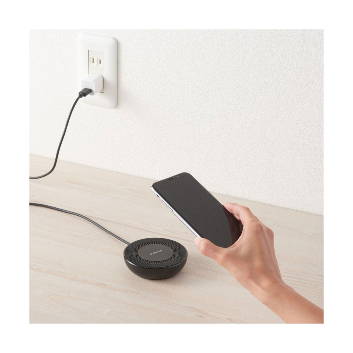 スマホをワイヤレスで高速充電できる「Qi充電器」の選び方